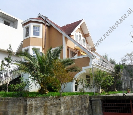 Three storeys Villa for sale in Sauk area in Tirana.