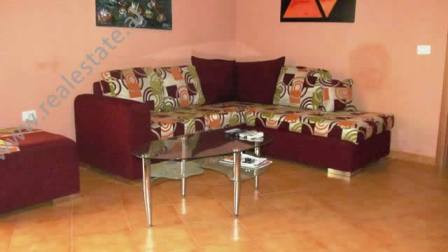Apartament 1+1 me qera prane rruges Elbasanit ne Tirane. Apartamenti ndodhet ne zemer te qytetit, p