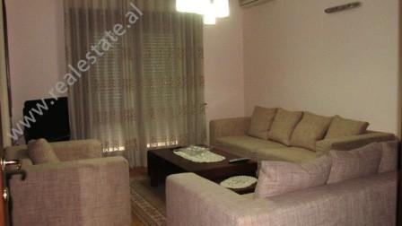 Apartament 3+1 me qera prane rruges se Elbasanit ne Tirane. Apartamenti pozicionohet ne nje nga zon