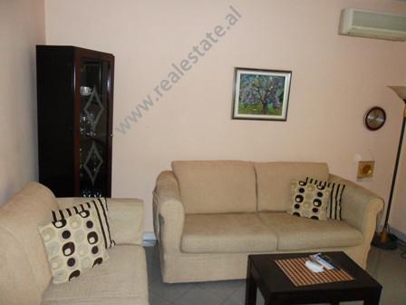 Apartament 1 + 1 me qera ne fillimin e rruges Mehmet Brocaj ne Tirane. Banesa ndodhet ne katin e 4-