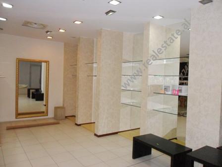 Dyqan me qera ne rrugen Fatmir Haxhiu ne Tirane. Pozicionohet ne katin perdhe ne nje qender tregtar