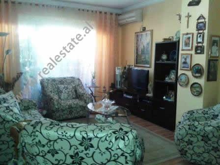 Apartament 2+1 me qera ne rrugen Milto Tutulani ne Tirane.Apartamenti ndodhet ne nje lagje shume te