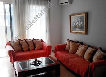 Apartament me qera ne rrugen Marko Bocari ne Tirane. Pozicionohet ne katin e 9-te ne nje pallat te