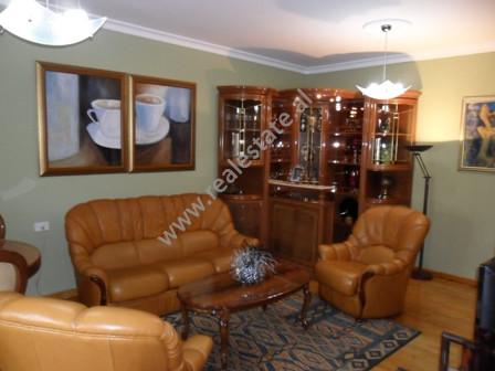 Apartament per shitje ne rrugen Reshit Collaku ne Tirane. Pozicionohet ne katin e 2-te ne nje palla