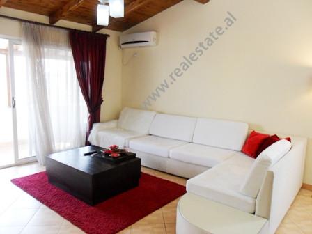Apartament me qera ne rrugen Milan Shuflaj ne Tirane. Ndodhet ne katin e 7-te ne nje pallat te nder