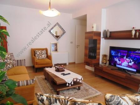Apartament modern me qera te Nobis Center ne Tirane. Pozicionohet ne katin e 6-te te nje kompleksi