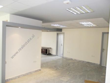 Zyra me qera ne rrugen e Kavajes ne Tirane. Ndodhet ne nje nga pikat kyce te qytetit te Tiranes ne
