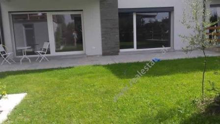 Apartament modern me qera ne nje residence me vila dhe apartamente ne Lunder te Tiranes.  Ap