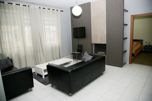 Apartament me qera ne rrugen Abdyl Frasheri ne Tirane. Apartamenti pozicionohet ne nje pallat te ri