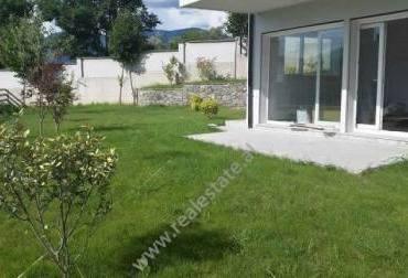 Apartament modern me qera ne nje residence te private me vila dhe apartamente ne Lunder te Tiranes.A