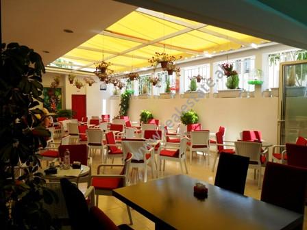 Bar kafe moderne per shitje ne rrugen Ali Baushi ne Tirane. Lokali pozicionohet ne katin e 1-re ne