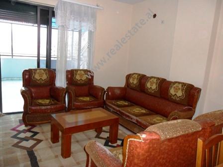 Apartament me qera ne rrugen Muhamet Gjollesha ne Tirane. Ndodhet ne katin e 8 ne nje pallat, prane
