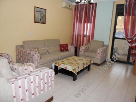 Apartament per shitje ne rrugen Vllazen Huta ne Tirane. Ndodhet ne katin e 4-rt ne nje pallat te ri