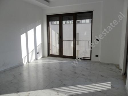 Apartament per zyre me qera ne rrugen Ibrahim Rugova ne Tirane. Ndodhet ne katin e 7-rt ne nje pall