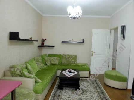 Apartament me qera prane rruges Thoma Avrami ne Tirane. Ndodhet ne katin e 3-te ne nje pallat ekzis