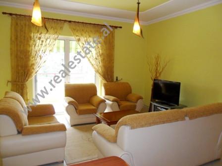 Apartament me qera ne rrugen Liman Kaba ne Tirane. Ndodhet ne katin e 2-te ne nje pallat te ri, buz