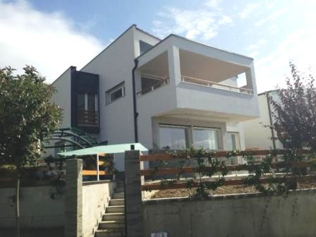 Villa for rent in Lunder Village, part of a well known villa's compound.