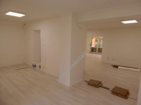 Zyre me qera ne rrugen Sander Prosi ne Tirane. Zyra ndodhet ne katin perdhe te nje pallati te vjete