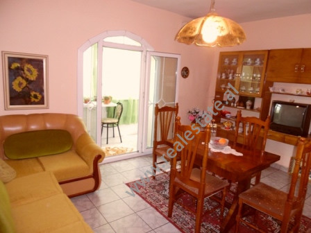 Apartament 3+1 me qera ne rrugen Isa Boletini ne Tirane. Apartamenti ndodhet ne katin e 4 te nje pa