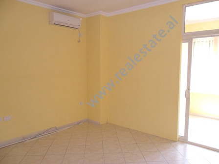 Apartment for office for rent near Vace Zela Street in Tirana.