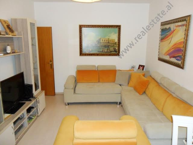 Apartament 2+1 per qera ne rrugen Sulejman Pasha ne Tirane Apartamenti ndodhet ne katin e dyte te n