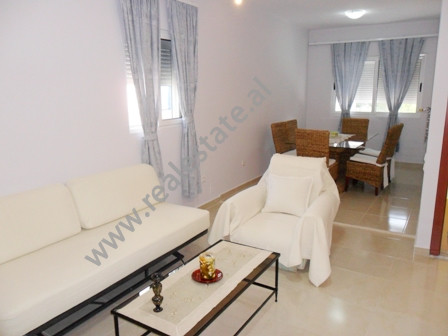 Apartament me qera ne rrugen Mihal Grameno ne Tirane.  Ndodhet ne katin e 3-te ne nje vile 3-kates