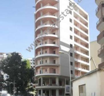 Apartamente per shitje prane rruges Kosova ne Vlore.  Ndodhen ne nje pallat te ri, pas QTU ne zone