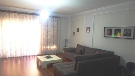 Apartament dupleks me qera te rezidenca Kodra e Diellit ne Tirane. Ndodhet ne katin e dyte dhe te t