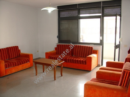 Apartament 2+1 per shitje prane Fakultetit te Shkencave ne Tirane.  Ndodhet ne katin e 4-te ne nje
