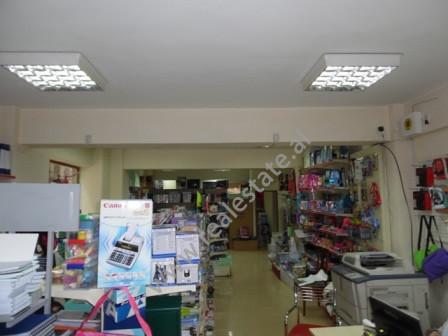 Dyqan me qera ne rrugen Reshit Petrela ne Tirane. Dyqani ndodhet ne katin perdhe ne buze te rruges