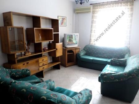 Apartament 2+1 me qera ne rrugen Reshit Collaku. Ndodhet ne katin e 6-te te nje pallati ekzistues,