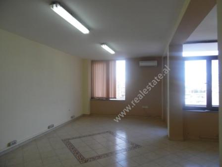 Apartament 2+1 me qera ne rrugen Xhorxh Bush ne Tirane. Apartamenti ndodhet ne katin e XI-te te nje