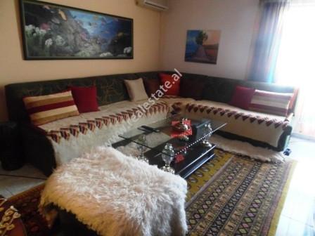 Apartament 1+1 per shitje afer Fakultetit te Mjekesise ne Tirane. Apartamenti ndodhet ne e 7t