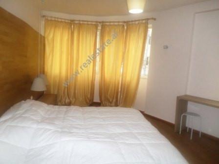 Apartament 3+1 me qera ne rrugen Isa Boletini. Ndodhet ne katin e dyte te nje pallati te ri. Apart