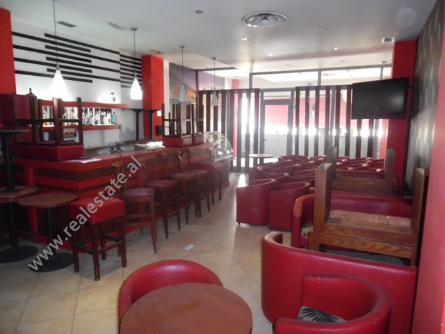 Bar and warehouse for sale in Kavaja Street.