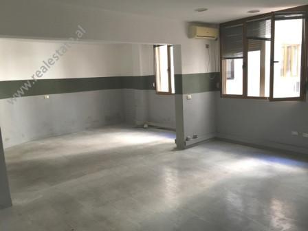 Apartament per shitje perballe Viles 31 ne Tirane. Apartamenti ndodhet ne katin e 7-te te nje