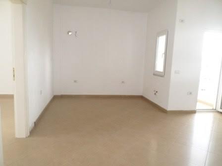 Apartament per shije prane shkolles Mihal Grameno ne Tirane. Apartamenti ndodhet ne katin e trete t