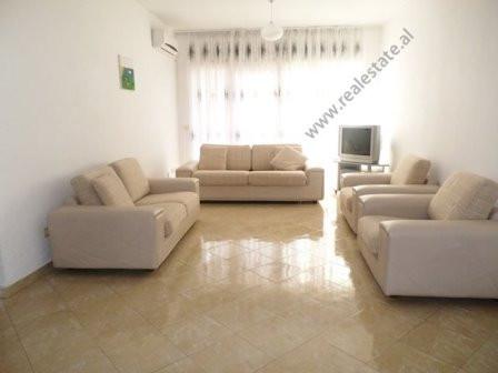Apartament me qera prane kompleksit vision plus ne Tirane. Pozicionohet ne katin e 2-te te nje pall