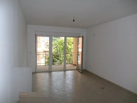 Apartament per shitje ne fillimin e rruges se Elbasanit ne Tirane. Pallat i ri dhe shume prestigjio