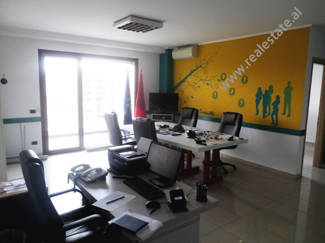 Zyre me qera ne Bulevardin Gjergj Fishta ne TiraneAmbienti ndodhet ne katin 6-te te nje pallati te r