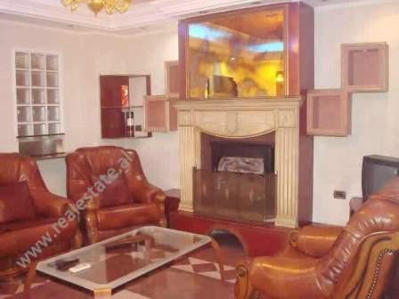 Apartament 3+1 me qera prane Cirkut Kombetar ne Tirane. Ndodhet ne katin e 8-te te nje pallati te r