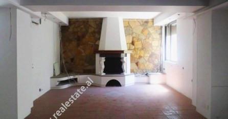 Apartament 3+1 per shitje ne rrugen Abdyl Frasheri prane Bllokut, ne Tirane. Apartamenti pozicionoh