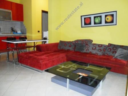 Apartament 1+1 per shitje prane rruges se Kavajes ne Tirane. Ndodhet ne katin e 6-te te nje pallati