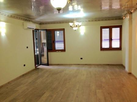 Apartament per zyre ne zonen e Bllokut ne Tirane, ne rrugen Nikolla Tupe. Pozicionuar ne nje pallat