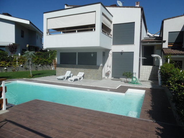 Modern villa for rent in one of the most preferred villas compound in Tirana.