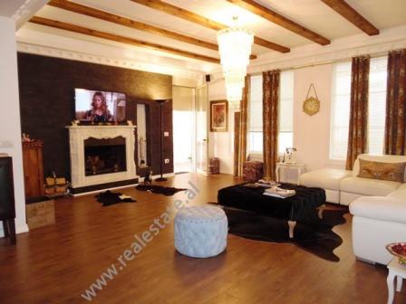 Apartament 2+1 per shitje ne rrugen Eduard Mano ne Tirane. Pozicionohet ne katin e 4-te te nje pall