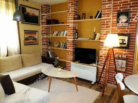 Apartament me qera ne rrugen Kadri Brahimaj ne Tirane. Apartamenti ndodhet ne katin e dyte te