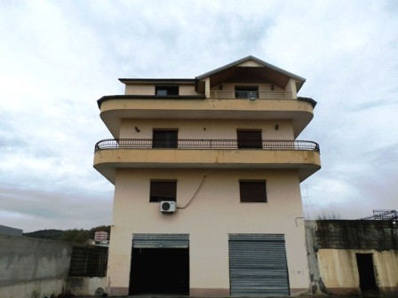 Four storey villa for sale in the twelve kilometer of Tirana-Durres highway.