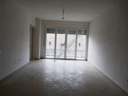 Apartament per zyra ne qera prane qendres tregtare Ring ne Tirane. Apartamenti ndodhet ne katin e t