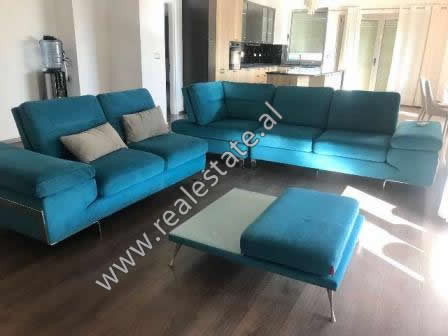 Apartament 3+1 me qera ne Kompleksin Nobis ne Tirane. Ndodhet ne nje nga komplekset rezidenciale me